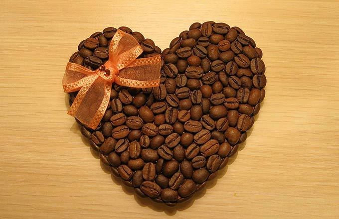 Поделки из кофейных зерен сердце